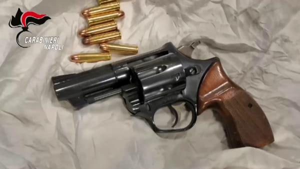 Armi e droga nello scantinato. Arrestato uomo di 36 anni