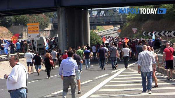 """Whirlpool, la protesta si fa dura: """"Da ora non garantiamo ordine pubblico"""""""