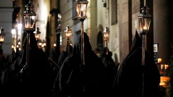 Storie e Misteri nella notte del Venerdì Santo: itinerario narrato con degustazione di tortano e pastiera