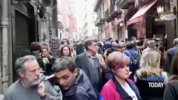 Pasquetta 2019, Napoli invasa dai turisti: code chilometriche al Centro Storico