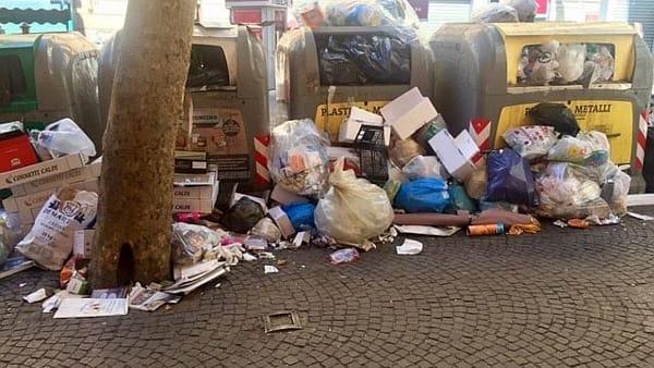 Vomero, via Scarlatti rifiuti-4