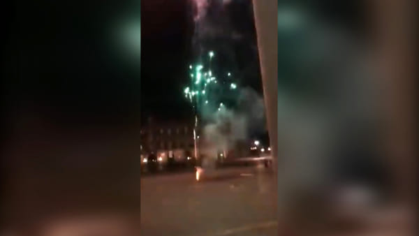 """Fuochi d'artificio di notte al Plebiscito. Borrelli: """"Sfida alle istituzioni"""""""