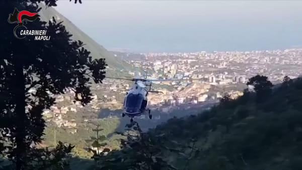 """Operazione anti-droga in corso: elicotteri sorvolano la """"Jamaica"""" della Campania (VIDEO)"""