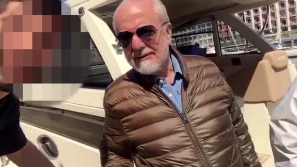 Selfie con De Laurentiis e sfottò, il video di un tifoso del Napoli diventa virale