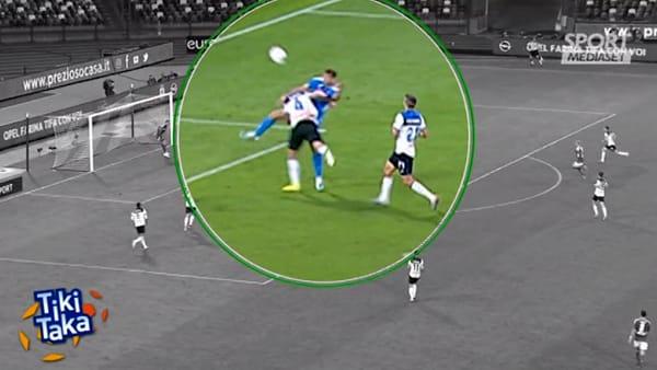 """Napoli-Atalanta, la moviola di Cesari: """"Rigore netto su Llorente"""""""