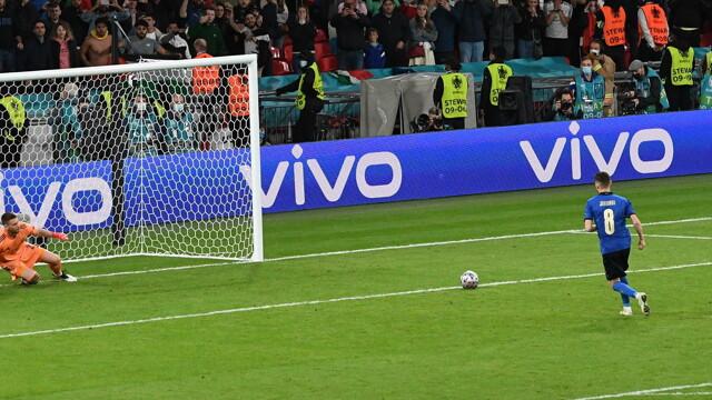 Europei, l'Italia vola in finale: decide il rigore di Jorginho, la dedica  di Insigne a Spinazzola