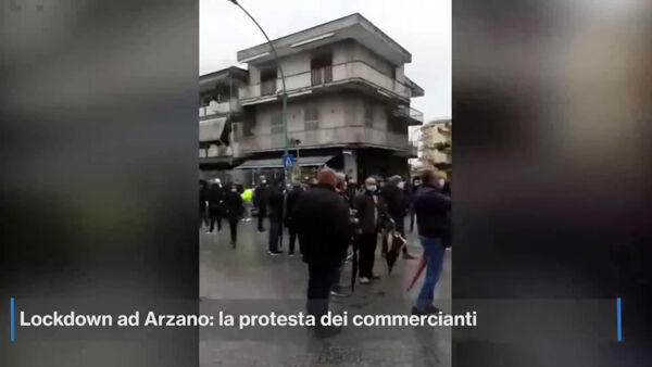 Lockdown Arzano: i commercianti bloccano le strade (VIDEO)