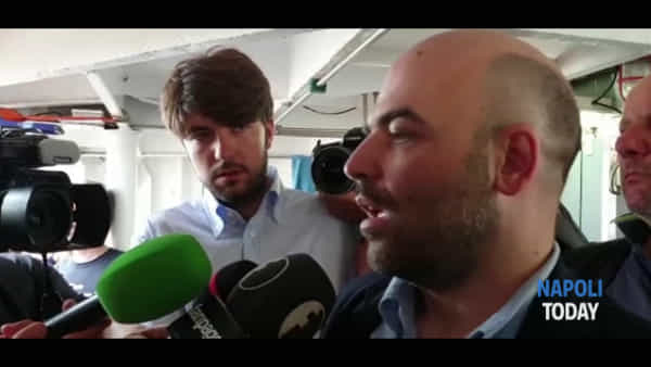 """Saviano sale su Open Arms: """"Salvini non è una persona perbene"""""""