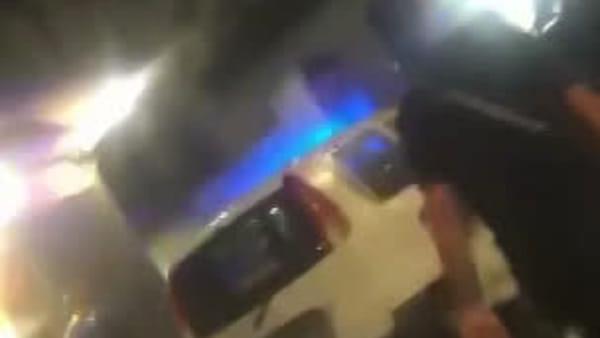 Automobilista sulla folla a Fuorigrotta, l'uomo viene catturato (VIDEO)