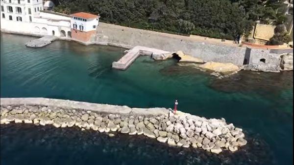 Il mare di Napoli dall'elicottero: spettacolo dopo 1 mese di lockdown