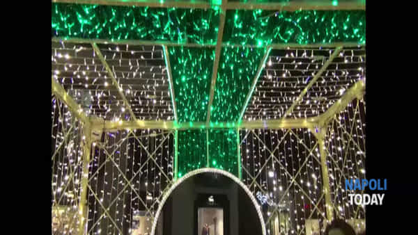 Chiaia, accese le luminarie natalizie | VIDEO