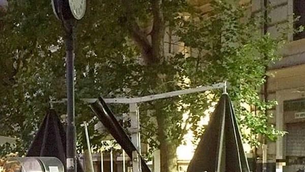 Vomero: abbattuto un altro platano in piazza Vanvitelli. Continua la decimazione delle storiche alberature - FOTO