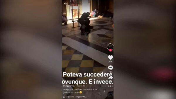 Baby gang terrorizza clochard nella Galleria Umberto (VIDEO)