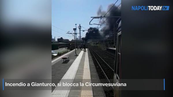 Incendio a Gianturco, si ferma la Circumvesuviana