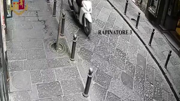 Così rapinavano i turisti in centro | VIDEO