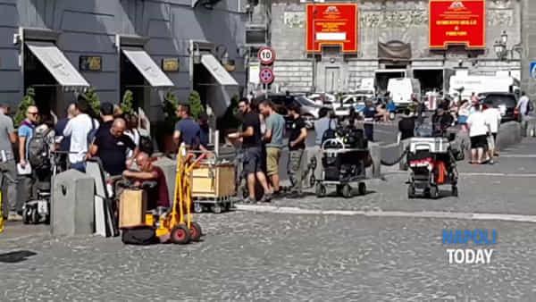 """Si gira a piazza del Plebiscito: in corso le riprese del """"Commissario Ricciardi"""""""