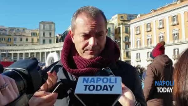 """De Magistris: """"Le minacce ai medici sono gravi, ma a Napoli poche ambulanze"""""""