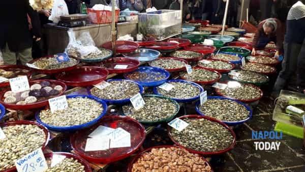 A Porta Nolana si rinnova la tradizione della Notte dei pescivendoli