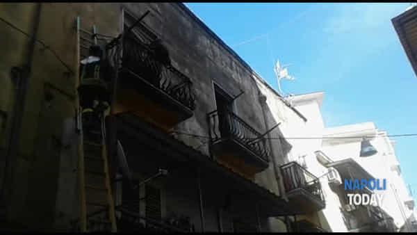 A fuoco un appartamento in vico Sant'Antonio Abate | VIDEO