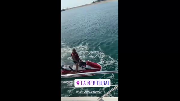 """Tony Colombo in moto d'acqua nel Golfo Persico: """"Tina, ti amo anche qui"""" (VIDEO)"""