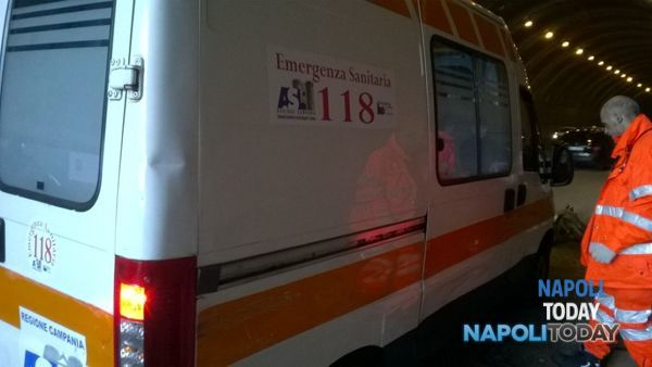 Incidente stradale nel tunnel di Pozzuoli: due donne ferite
