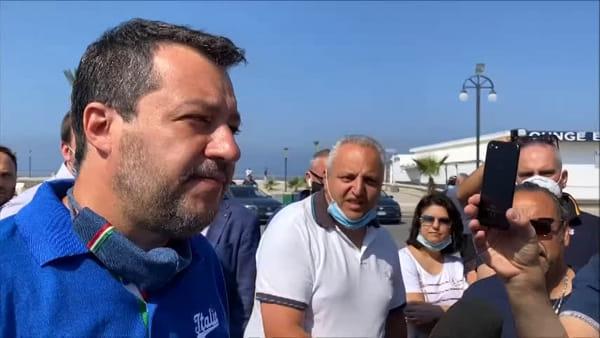 """Salvini torna a Mondragone, l'attacco ai Centri sociali: """"Bevono e fumano sino a tardi. Di mattina solo brava gente"""""""