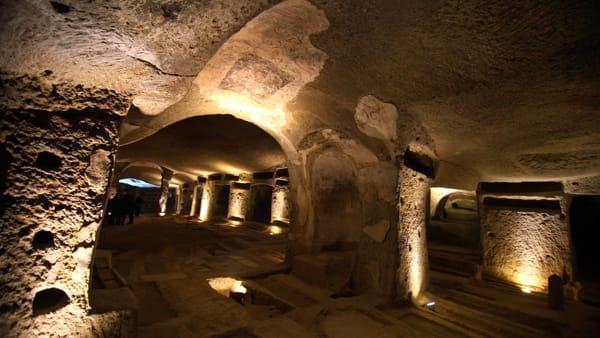 """Catacombe di san Gennaro: suggestive """"aperivisite"""" serali anche a settembre"""