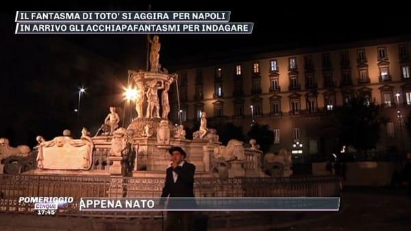 Il fantasma di Totò si aggira per Napoli: la storia | VIDEO