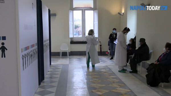 Asl Napoli 2, partono i vaccini per gli over 80 (VIDEO)