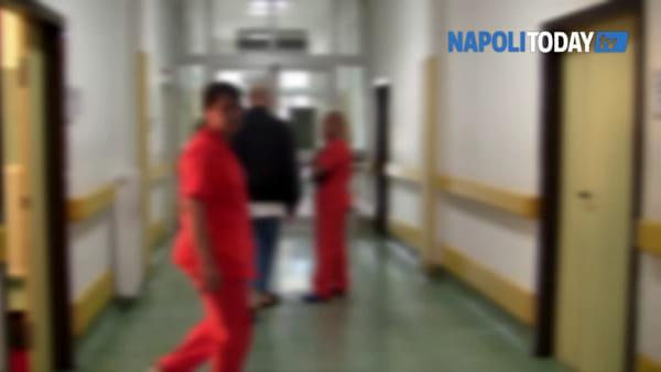 """Asl Napoli 1, appalto per le pulizie scaduto da 11 anni. I lavoratori: """"Avanti con proroghe mensili"""""""