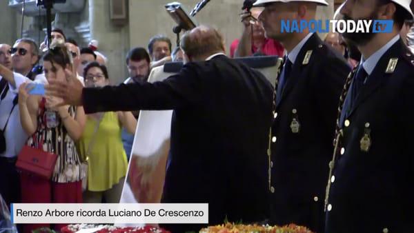 """Funerali De Crescenzo, le lacrime di Arbore: """"Lucia', ti devo raggiungere presto"""""""