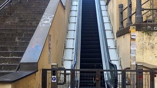 Vomero, via Cimarosa, scale mobili ferme-2