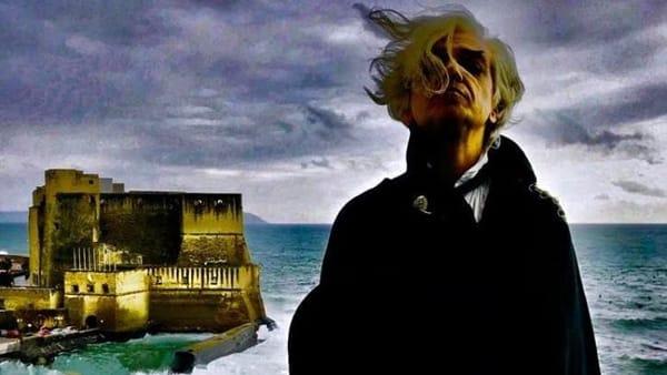 Sanremo, un malinconico Morgan si aggira per le strade di Napoli | VIDEO