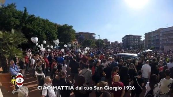 San Giorgio a Cremano, grande commozione per l'ultimo saluto a Mattia