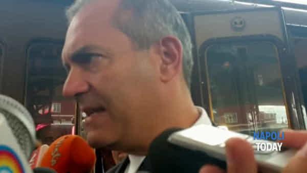 """De Magistris: """"Entusiasta per i nuovi treni della metro, sarà una rivoluzione"""""""