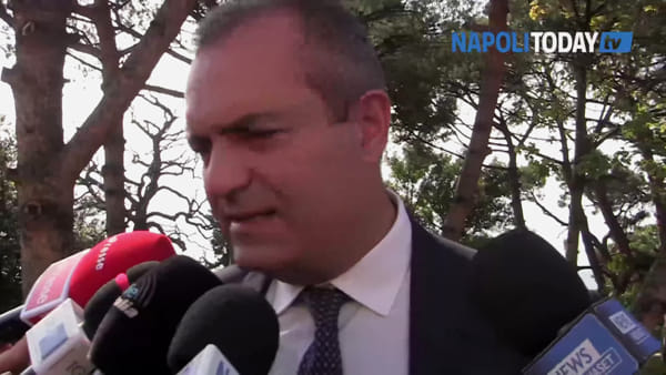 "De Magistris: ""Sui migranti il Papa la pensa come noi"""