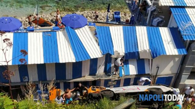 bus precipitato a capri (foto NapoliToday)-2