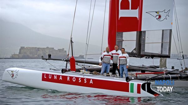 De Magistris a bordo di Luna Rossa (2)