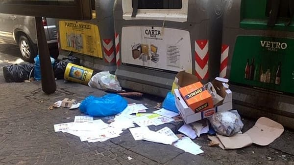 Vomero via Luca Giordano rifiuti-2
