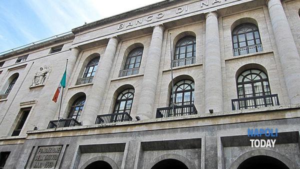 Banco Di Napoli Rapina E Malori Nella Sede Centrale Di Via Toledo