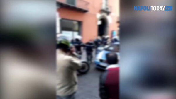 Donna senza mascherina: arrestata in via Toledo (VIDEO)