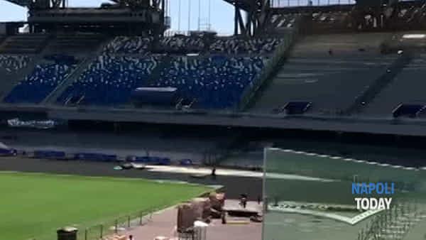 Tabellone montato, immagini esclusive dallo Stadio San Paolo | VIDEO e FOTO