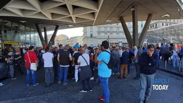 manifestazione piazza garibaldi whirlpool (1)-2