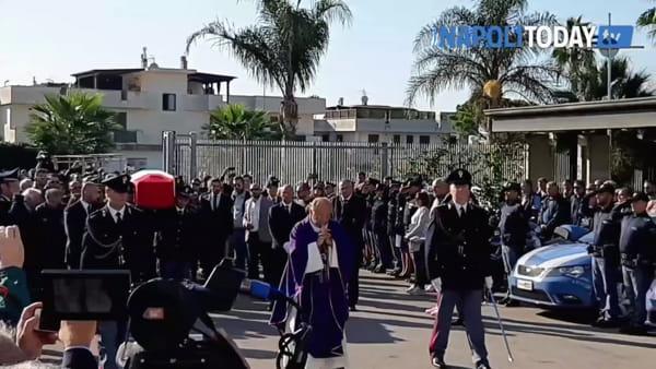 Funerali Pierluigi Rotta, commozione all'ingresso del feretro in chiesa