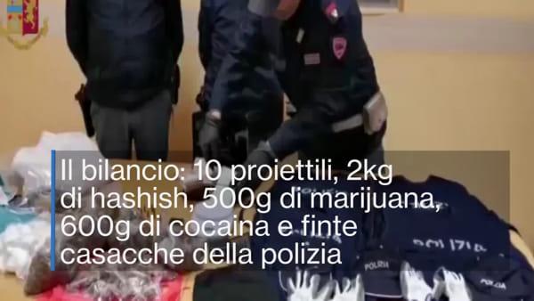 Armi, droga e travestimenti da poliziotti: il blitz in un covo dei Moccia