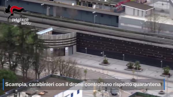 Carabinieri a Scampia: la quarantena si controlla con il drone