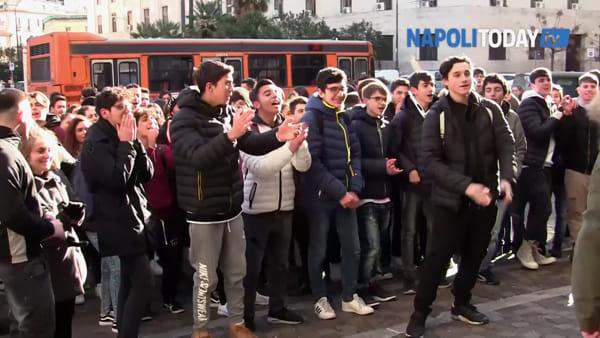 Scuola senza riscaldamento, la protesta degli studenti del Labriola