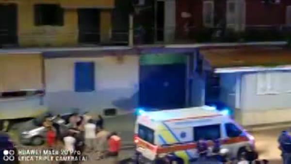 Fiamme alte in un appartamento nel napoletano, l'intervento dei vigili del fuoco|VIDEO