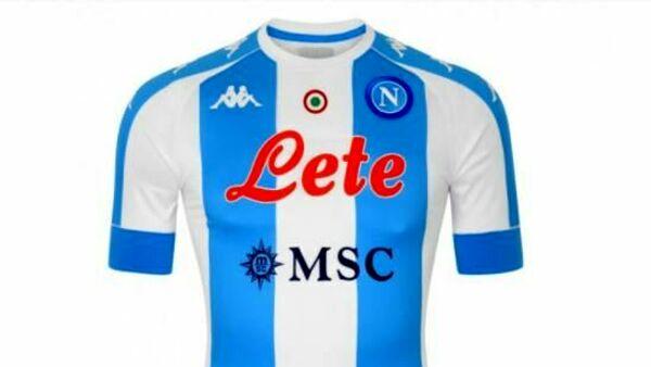 Maglia 'stile Argentina' del Napoli in vendita sullo store azzurro
