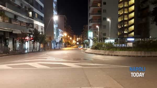"""Napoli spettrale, strade deserte per la paura del Coronavirus: """"Così vinceremo"""""""